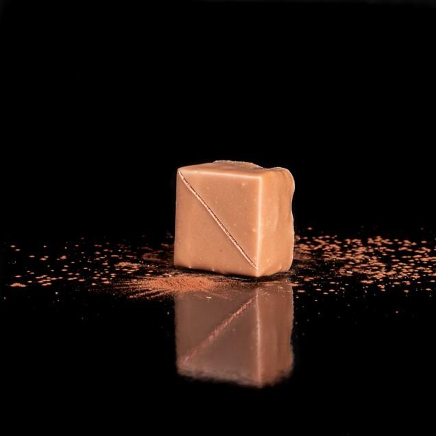 L'M : praliné, crêpes dentelles, ganache chocolat blanc à la vanille