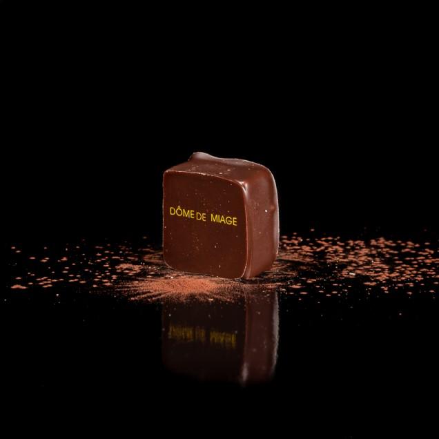 DÔMES DE MIAGE : Chocolat lait 40%, pulpe de passion